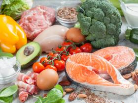 Raw healthy foods, such as salmon and broccoli, capsicum, etc