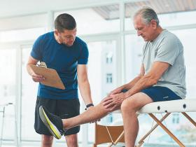 Knee pain physiotherapist rehab
