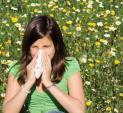 Allergies_sneeze_woman